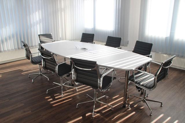 ¿Por qué pierde gas una silla de oficina?